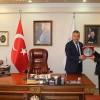 Başkan'dan muhtara  anlamlı plaket