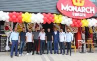 """KTSO Başkanı Ilık ile Keser, menüsünde """"Kırklareli Hardaliyesi""""nin de yer alacağı """"Monarch Burger""""in açılışını yaptı"""