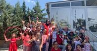 Gençler, kuran kursunda bulunan öğrencileri ziyaret etti