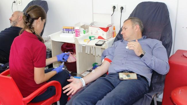 """""""Kan Bağışı'nda bulunmak hayat kurtaran kutsal bir görev olarak düşünülmeli"""""""
