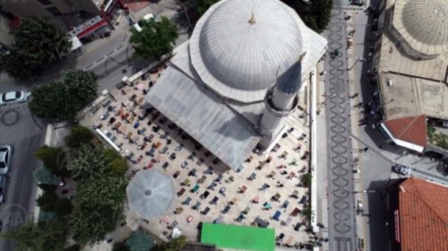 Vatandaşlar Cuma namazında camilerde buluştu